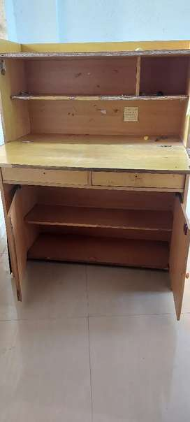 Study table : with open desk and shelf