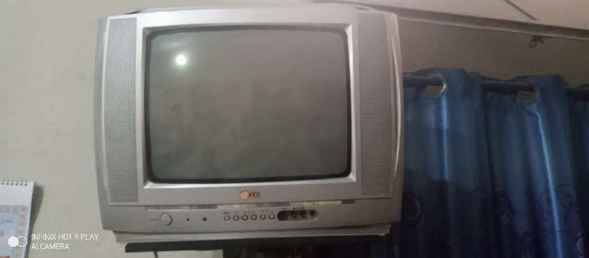 LG tv fresh and original with stand 0