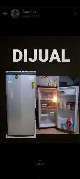 Di jual kulkas bekas