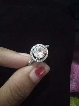 Cincin berlian imitasi