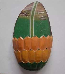 Handicraft dari kayu bentuk pisang