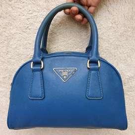 Prada biru hand bag