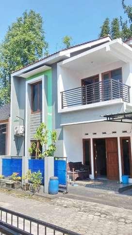 Rumah Full Furnished 2 Lantai Dalam Perum di Banguntapan Dekat Blok O