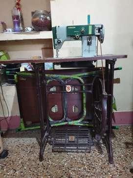 Multipurpose Singer tailoring machine for sale