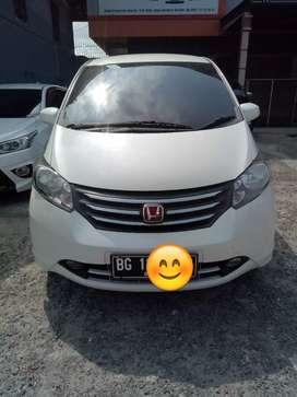 Honda FREED E PSD tipe tertinggi Low KM