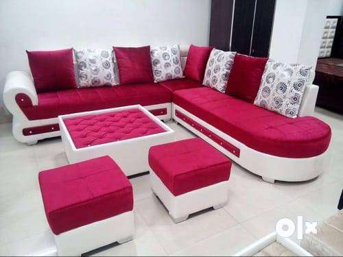 8 seater sofa set with extra puffy in red and white 0
