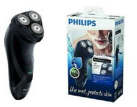 Philips AT899 Aqua Touch Wet and Dry Cordless Rotary Electric Shaver
