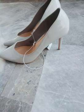 Imported from UK brand women court shoes in light grey colour