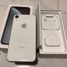 XR in 128gb with full box in excellent condition