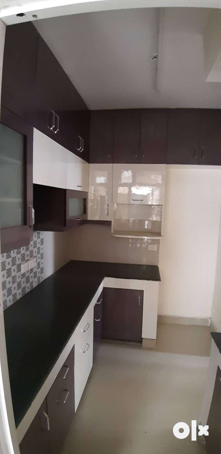 3bed+3br semi furnished available in shri radha sky garden 0