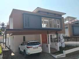 2700 sq.ft posh villa in Thrissur, 5.500 cent
