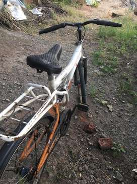 Hercules cycle with Shock absorber. Good condition