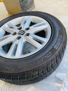 rim tyr 215/60/R16  for Toyota cars.  tires Condition like brand-new