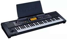 I WANT TO SELL MY ROLAND E09 Keyboard With stand and bag