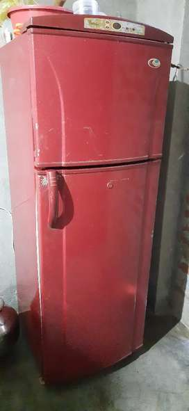 6000 whirlpool Doble door refrigerator good condition