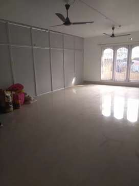 1800 sq ft (fully independent