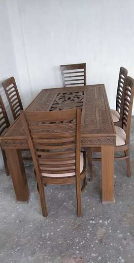 New modran dining table with 6 charairs
