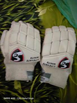 SG white Litevate batting Gloves RH ( large )