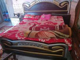 Wooden Doble bed with out mattress.