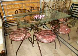 Round chairs dining table