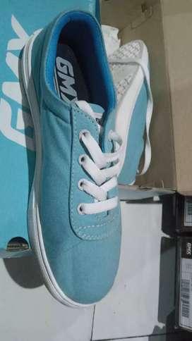 Sepatu baru juga lo