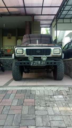 Mobil Taft Gt hitam