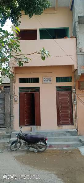 One unit luxury 40 yards house for sale in prime location of landhi