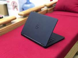 DeLL Ultrabook 7450 i5 5th Gen 2.30 GHz FULL HD 1080p 4/128