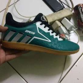 Sepatu futsal speed