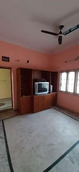 2 bhk flat for rent banjara Hills main road