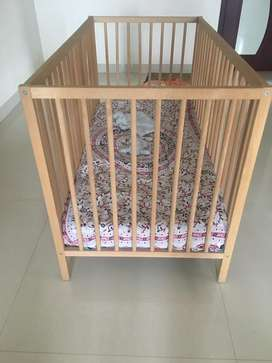 Baby wooden crib with bed