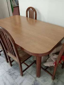 Dining Table with 6 chairs good condition