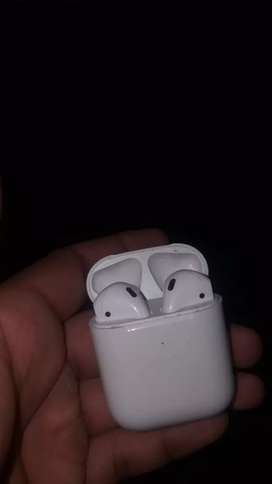 Apple  airpods 2 pairs with charging box