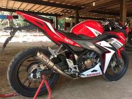 honda CBR150R Red