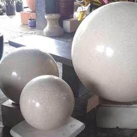 Bola taman terazzo terbuat dari serbuk marmer