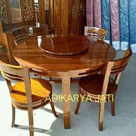 Meja makan minimalis desain bulat 4 kursi kayu jati bagus.