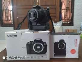 Di jual kamera canon 650D + lensa canon fix 50mm + grip