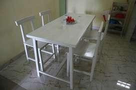 Meja Makan 1 set 4 kursi 1 meja Cat Putih
