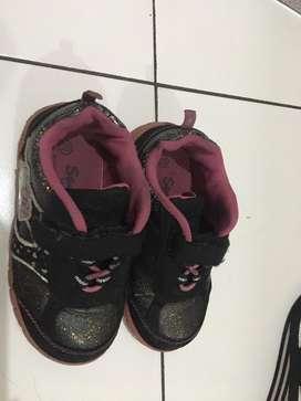 Sepatu sport anak merk Sanrio uk.25
