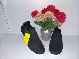 Sepatu slip on brand starlady