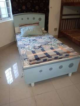 Single bed full size