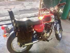 Motor Custom Gaya Sport Klasik Triumph
