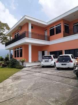 Dijual Villa 2 Lantai Full furnished Luas & Siap Pakai di Puncak Bogor