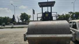 Vibrator roller ingersoll SD 100 for rent 120000 per month/sale