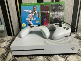 Xbox one s 10/10 condition, slightly used with all accessories