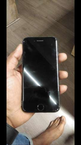 I PHONE 7 32 GB.90% Condition WITH ORIGNAL HANDFRE ND CHARGER.MED BLCK