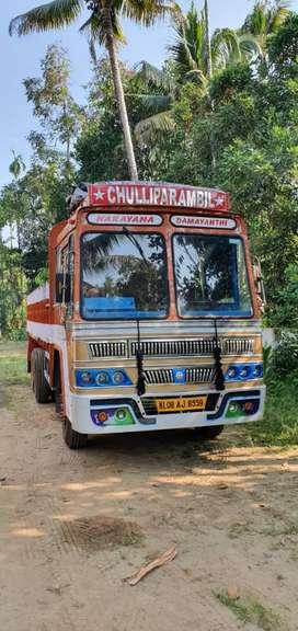 Tusker truck 10 wheel