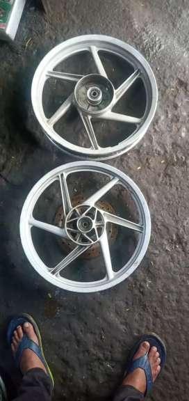 Alloy wheel bajaj pulsar
