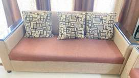 Excellent condition 7 seater sofa with center table