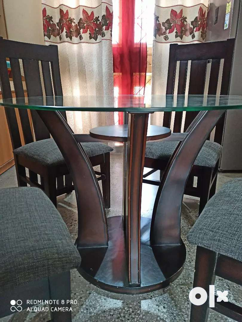 4 seater glass top wooden dinning table in a fabulous condition. 0